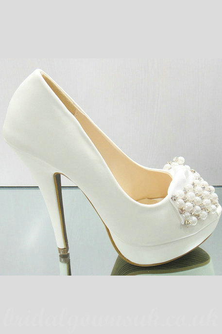 Gorgeous-Beaded-Waterproof-Vogue-White-Bridal-Shoes-For-Women@2 A Breathtaking Collection of White Bridal Shoes for Your Wedding Day
