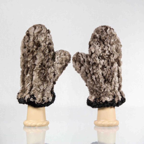 Handmade-Sheared-Beaver-Fur-Mittens7 10 Stunning & Fascinating Homemade Xmas Gifts