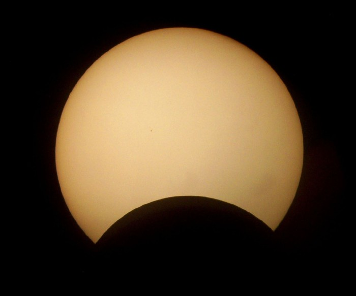 Helder_da_Rocha_-_Partial_solar_eclipse_by-sa What Is The Solar Eclipse And Its Types?!
