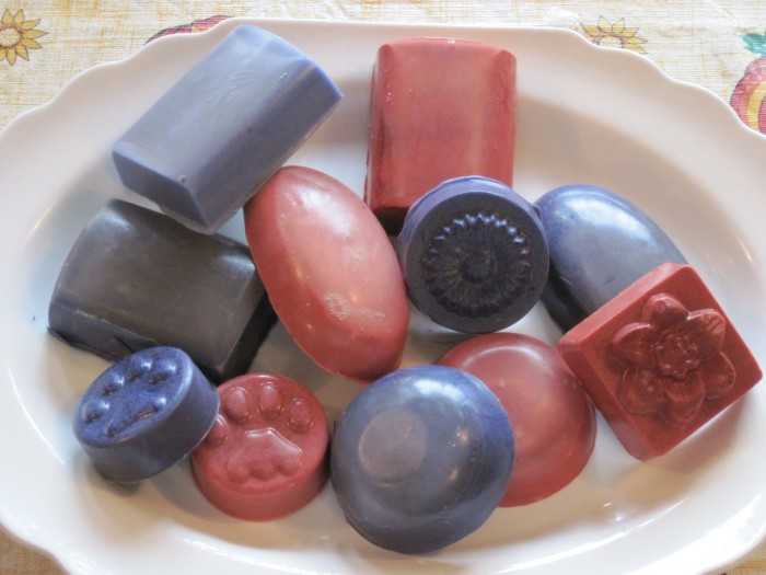 Homemade-Soaps-from-Melt-Pour-Soap-Bases1 10 Stunning & Fascinating Homemade Xmas Gifts