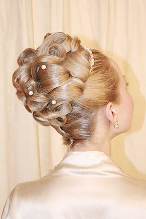 Tips-Choosing-Wedding-Hairstyles-Matching-with-You-2 50 Dazzling & Fabulous Bridal Hairstyles for Your Wedding
