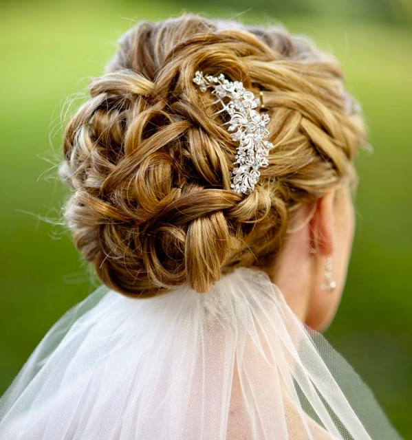 http://www.pouted.com/wp-content/uploads/2013/10/Updo-Wedding-Hairstyles-1-071513.png