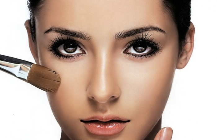 Useful-Makeup-Guidelines-for-Dark-Skinned-Women Follow These 5 Easy Steps to Apply Foundation and Powder on Your Own