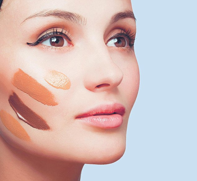 article-2120193-125591E3000005DC-699_634x582 Follow These 5 Easy Steps to Apply Foundation and Powder on Your Own