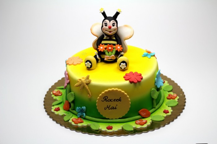bees-birthday-cake-london 60 Mouth-Watering & Stunning Happy Birthday Cakes for You