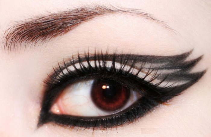 black-eyes-makeup-6-1024x667 Get a Magnificent & Catchy Eye Make-up Following These 6 Easy Steps