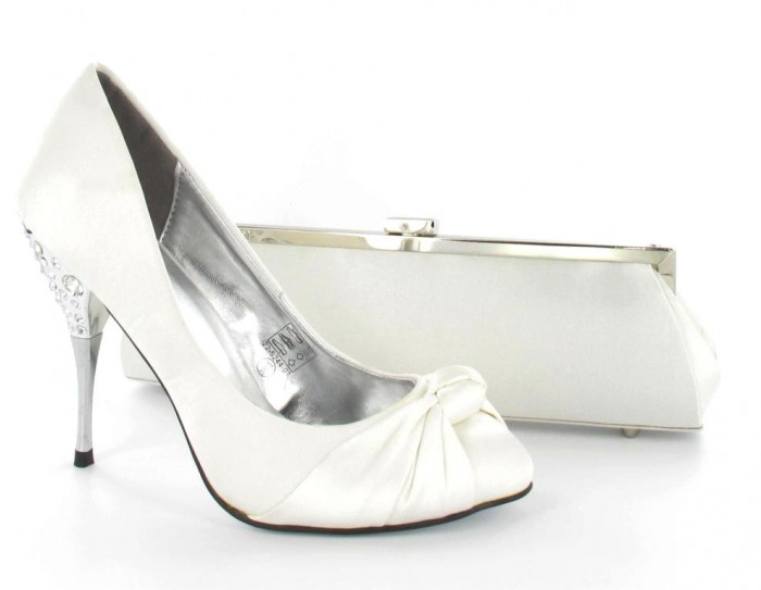 bridal-shoes-ideas1 A Breathtaking Collection of White Bridal Shoes for Your Wedding Day