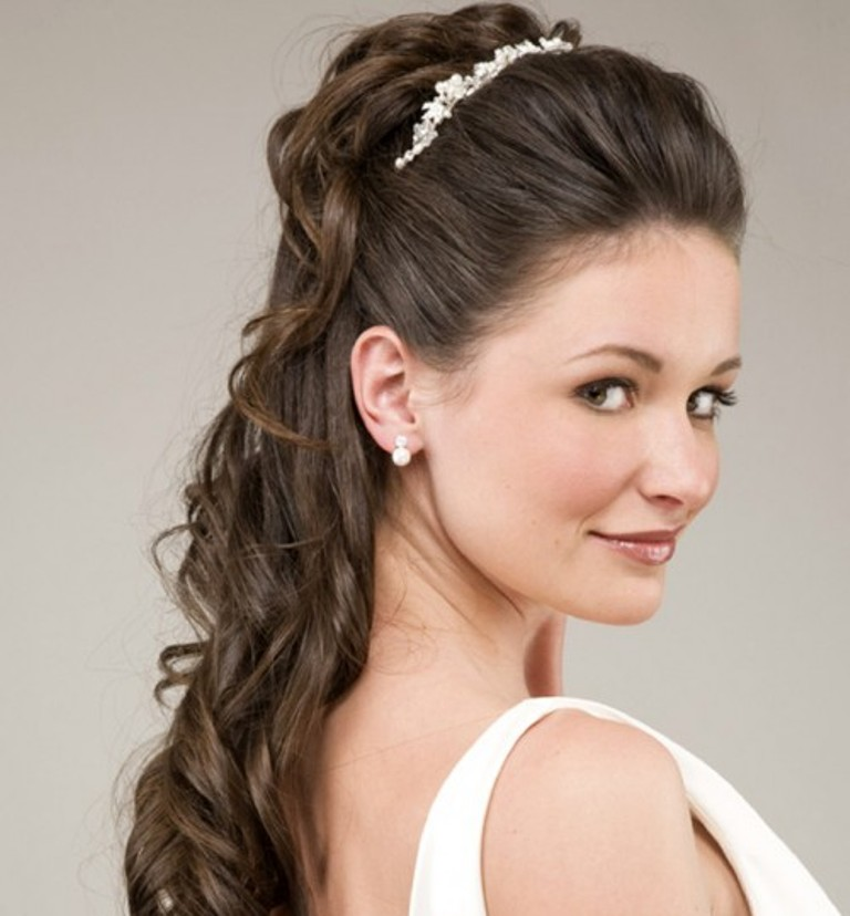 bride-hairstyles-10 50 Dazzling & Fabulous Bridal Hairstyles for Your Wedding