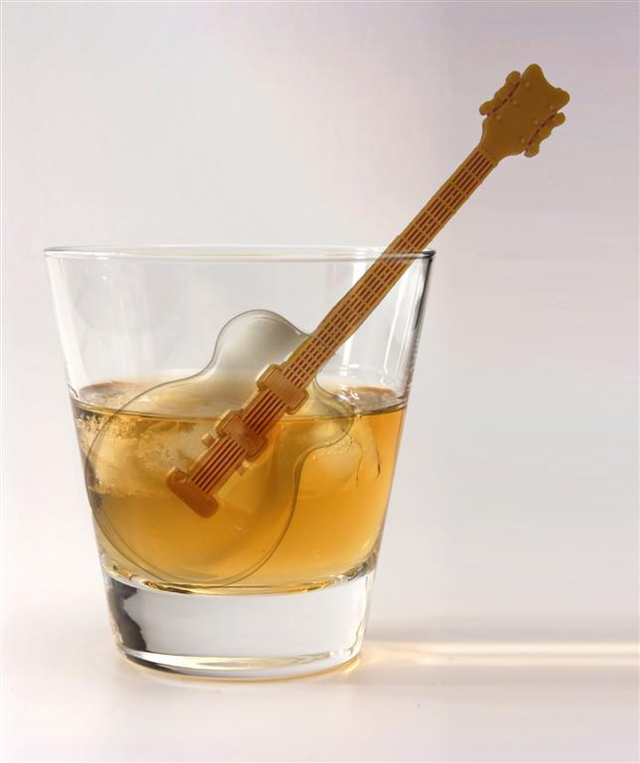 cool-jazz-guitar-ice-cube-tray-mold-1 15 Fascinating & Unusual Christmas Presents