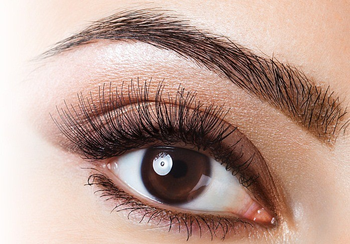 eyelash-eyebrow-tinting Get a Magnificent & Catchy Eye Make-up Following These 6 Easy Steps