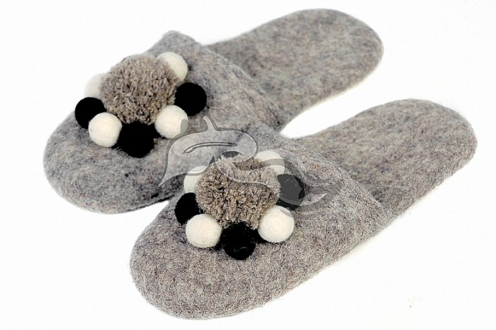 felting-slippers 10 Stunning & Fascinating Homemade Xmas Gifts