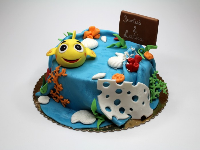 golden-fish-birthday-cake-london 60 Mouth-Watering & Stunning Happy Birthday Cakes for You