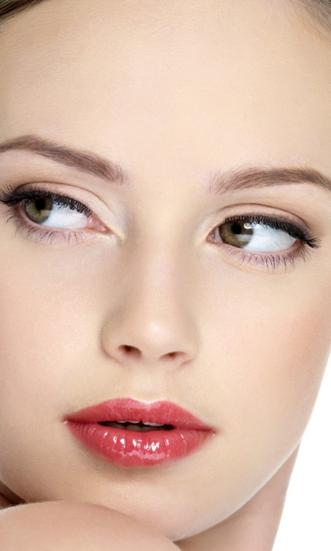 green-eyed_face_make-up_66089_480x800 Follow These 5 Easy Steps to Apply Foundation and Powder on Your Own
