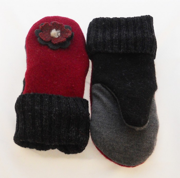 hint-of-red-lined-mitten-1024x1013 10 Stunning & Fascinating Homemade Xmas Gifts