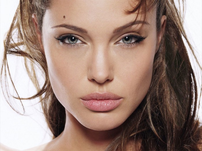 how-to-apply-cat-eye-makeup-2 Get a Magnificent & Catchy Eye Make-up Following These 6 Easy Steps