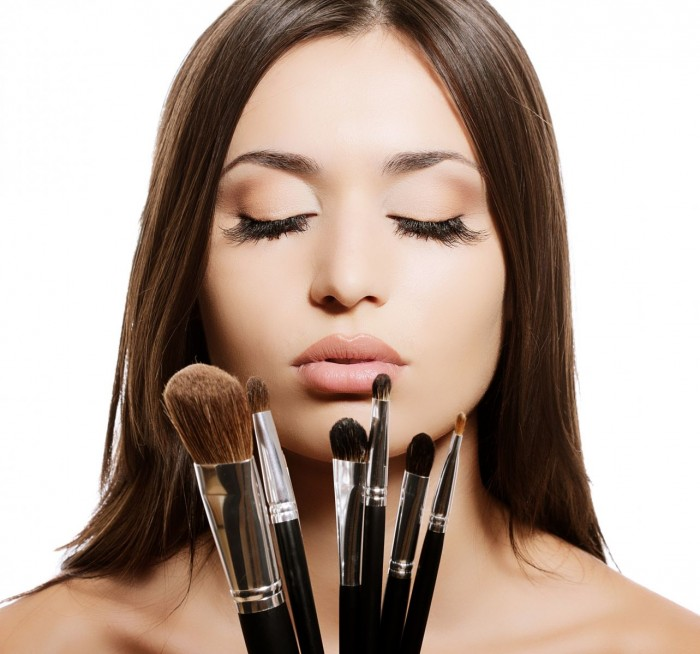 how-to-clean-make-up-brushes-at-home11 Follow These 5 Easy Steps to Apply Foundation and Powder on Your Own