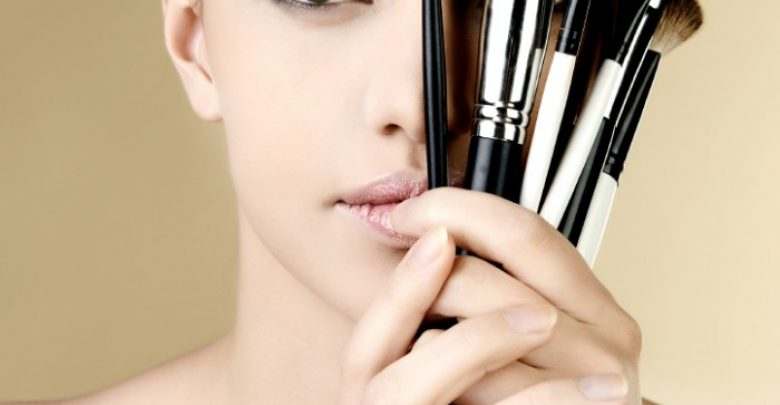Photo of Get a Magnificent & Catchy Eye Make-up Following These 6 Easy Steps