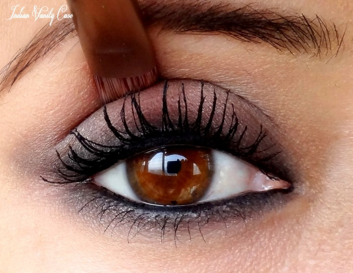 kareena-kapoor-eye-makeup-look Get a Magnificent & Catchy Eye Make-up Following These 6 Easy Steps