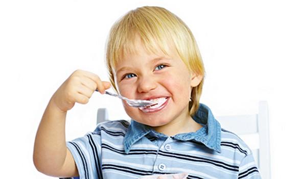 kid-eating-yogurt The Health Benefits Which Make Yogurt A Great Food For Your Kids