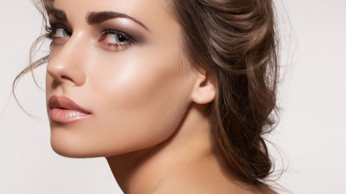 makeup-face-look-model-new-100385 Follow These 5 Easy Steps to Apply Foundation and Powder on Your Own