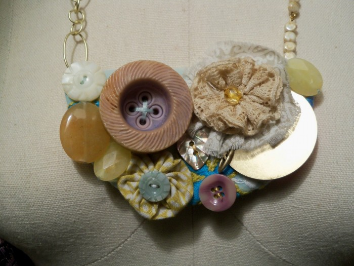 necklace2 10 Fabulous Homemade Gifts for Your Mom