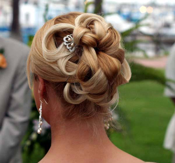 new-wedding-hairstyles-for-her-1 50 Dazzling & Fabulous Bridal Hairstyles for Your Wedding