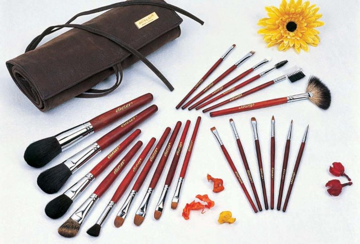 professional-makeup-brushes1 11 Tips on Mixing Antique and Modern Décor Styles