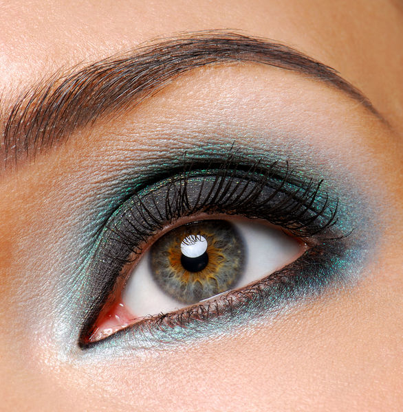 smokey-eye-makeup-2 Get a Magnificent & Catchy Eye Make-up Following These 6 Easy Steps