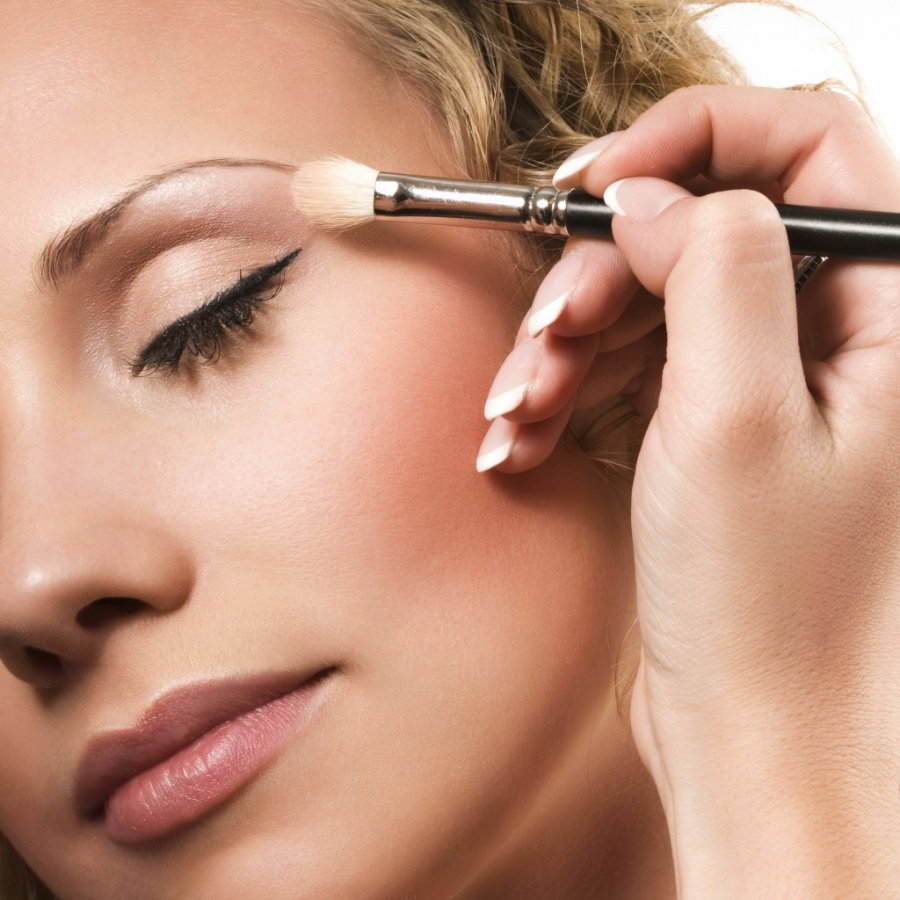 tutorial-of-eye-makeup Get a Magnificent & Catchy Eye Make-up Following These 6 Easy Steps