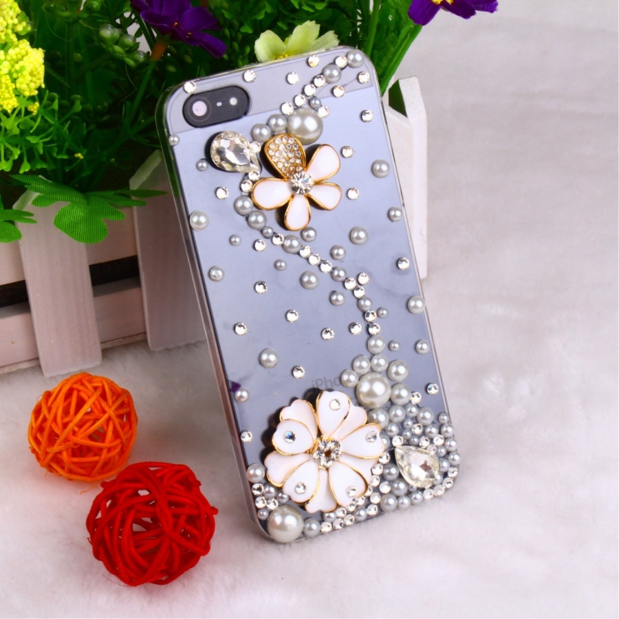 wholesale-phone-case-iphone4s-5-diamond-mobile-phone-shell-protective-cover-apple_s-5th-generation-diamond-studded 50 Fascinating & Luxury Diamond Mobile Covers for Your Mobile