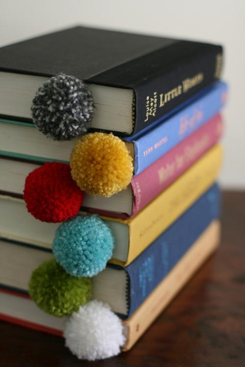 yarn-pom-pom-ball-bookmark-8_thumb1 10 Fabulous Homemade Gifts for Your Mom