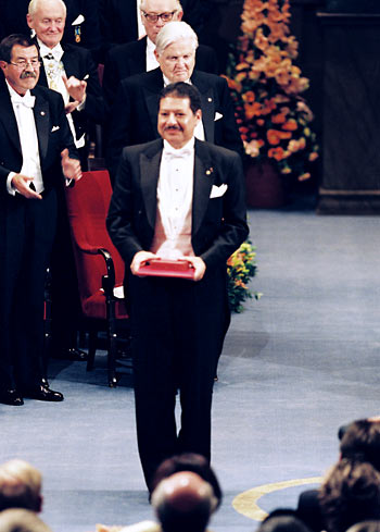 zewail-award-2 The Egyptian Scientist Ahmed Zewail Has A Cancerous Tumor In The Spinal Cord.