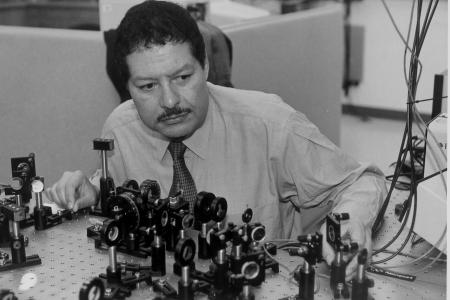 zewail The Egyptian Scientist Ahmed Zewail Has A Cancerous Tumor In The Spinal Cord.