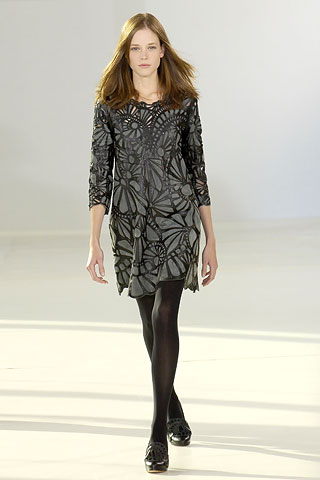00060m-tall81 10 Expert Tips For Women To Look Taller