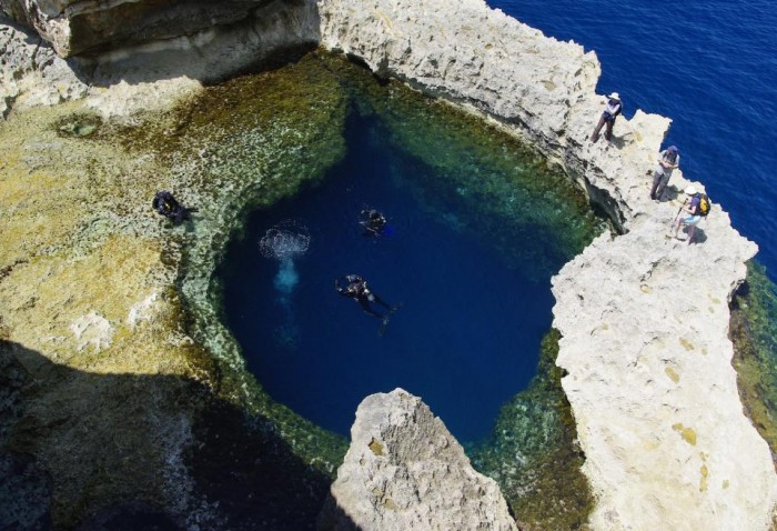 00118_b Weird Blue Holes That Are Magnets for Divers Around the World