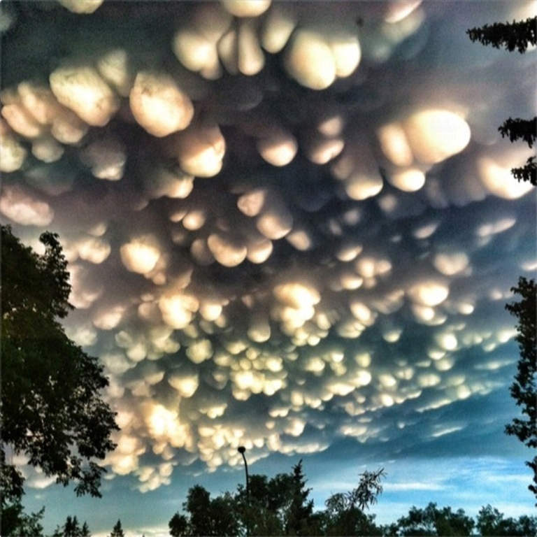 08_28_2012_mammatus-clouds Have You Ever Seen These Stunning Clouds with Mammae?