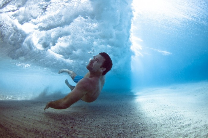 0x550 70 Stunning & Thrilling Photos for the Biggest Waves Ever Surfed