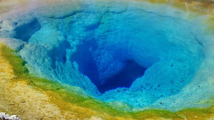 1920x1080_blue_hole_in_the_sea-1207405 Weird Blue Holes That Are Magnets for Divers Around the World