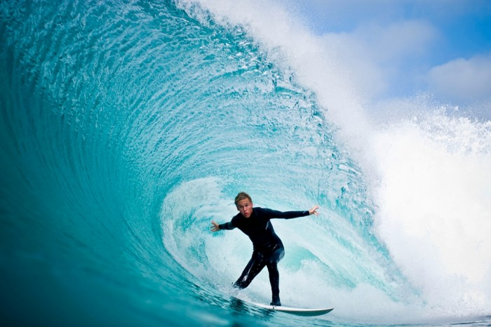 2Q3Z0058 70 Stunning & Thrilling Photos for the Biggest Waves Ever Surfed