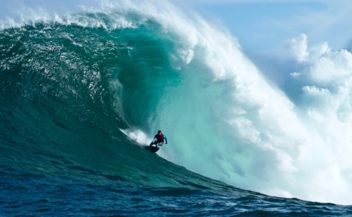 361625 70 Stunning & Thrilling Photos for the Biggest Waves Ever Surfed