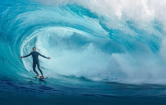53268fc2aceaa24a0ffc7e0e5d9a849d9100a495 70 Stunning & Thrilling Photos for the Biggest Waves Ever Surfed