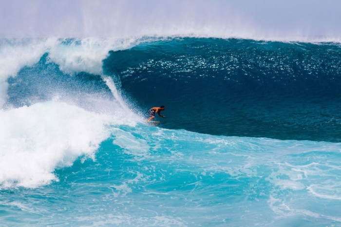 5822411_l 70 Stunning & Thrilling Photos for the Biggest Waves Ever Surfed