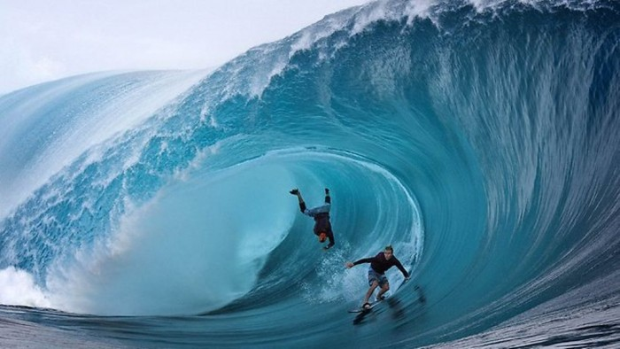 643619-131106-surf-tahiti 70 Stunning & Thrilling Photos for the Biggest Waves Ever Surfed