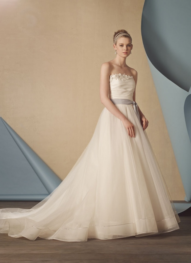 Alfred-Angelo-wedding-gown-3 47+ Creative Wedding Ideas to Look Gorgeous & Catchy on Your Wedding