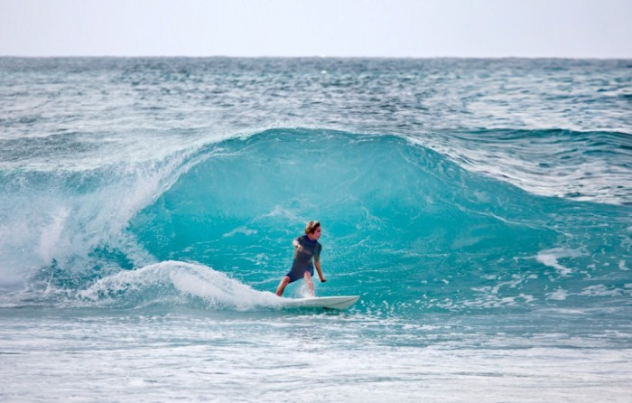 Fotograf-Joakim-Lloyd-Raboff-Hawaii-Maui-Oahu-Beach-Surf-kid-big-wave1 70 Stunning & Thrilling Photos for the Biggest Waves Ever Surfed