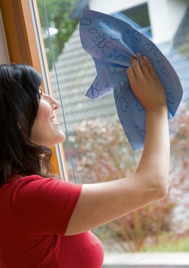 Glass-Cleaning-Tips1 6 Tips For Cleaning Glass Without Leaving Any Streaks