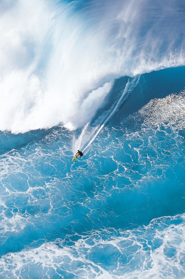 Grace-Under-Pressure 70 Stunning & Thrilling Photos for the Biggest Waves Ever Surfed