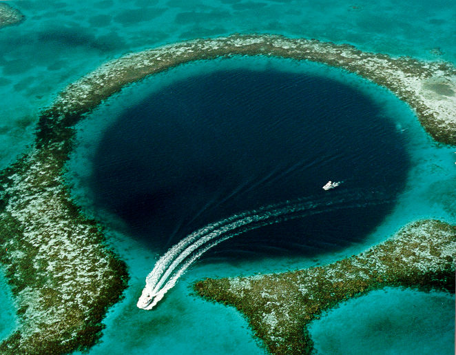 Great_Blue_Hole Weird Blue Holes That Are Magnets for Divers Around the World