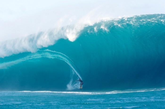HUGE-WAVES-SURF 70 Stunning & Thrilling Photos for the Biggest Waves Ever Surfed