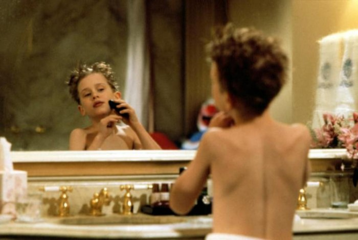 Home-Alone-2-home-alone-32734693-700-471 Top 10 Christmas Movies of All Time